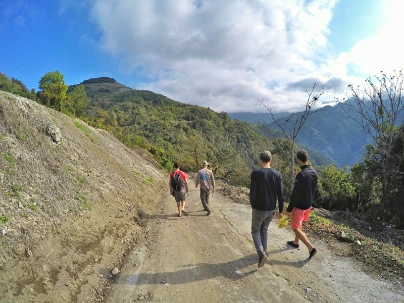 Ziran Crew David Kress, Urda Zeberio and Adrian O Grove enjoying some causal back roads in Taiwan mountains.                自然團隊在台灣山上享受戶外新鮮空氣 與我們一起展開美好一天!