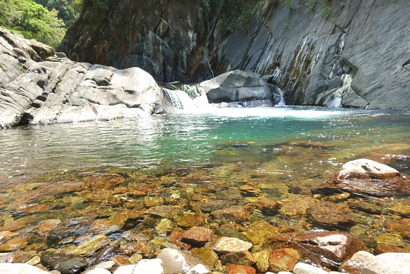 Summer days in Taiwan means cooling off in the high mountains is a good call. 夏天在台灣亮亮高山最好。