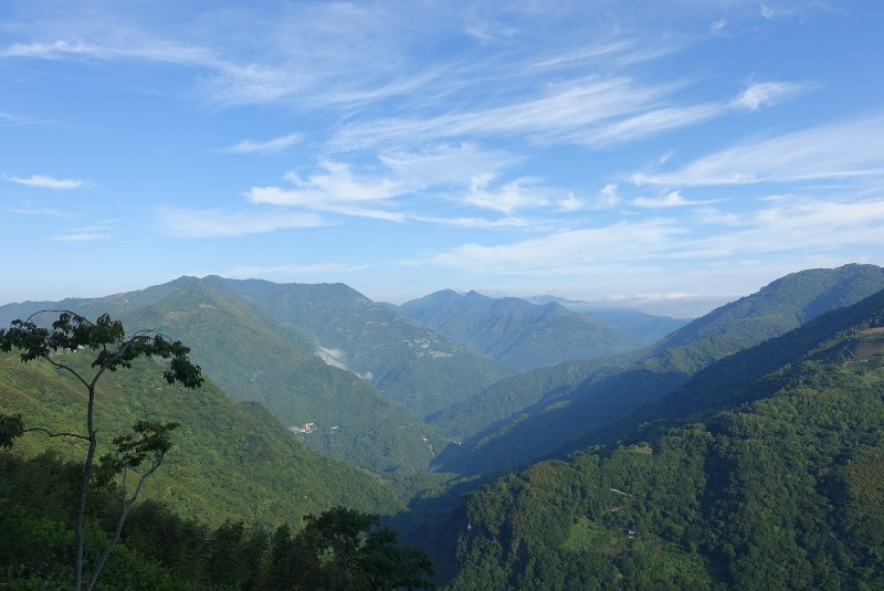 Great Weather in the mountains clear skies!  We love nature in Taiwan! 天氣很好在高山。我們愛臺灣自然。