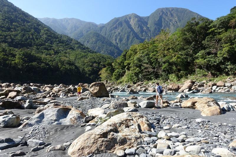 Ziran crew exploring nature and getting out there in Taiwan! 自然成員探險隊自然去外面獨特的地方在臺灣。